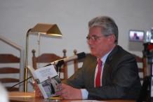 Joachim Gauck liest in der Alten Kirche